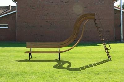 長い滑り台もある公園のイメージ画像