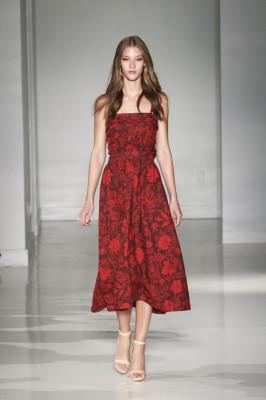花柄、おしゃれママ、春、流行、赤いドレスの画像