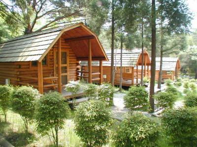 キャンプが大人気の関東・栃木県のキャンプ場ログハウスのイメージ画像