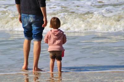 潮干狩りを千葉県の人気海岸で親子で楽しむイメージ画像