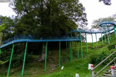 長い滑り台もある小中池公園の画像