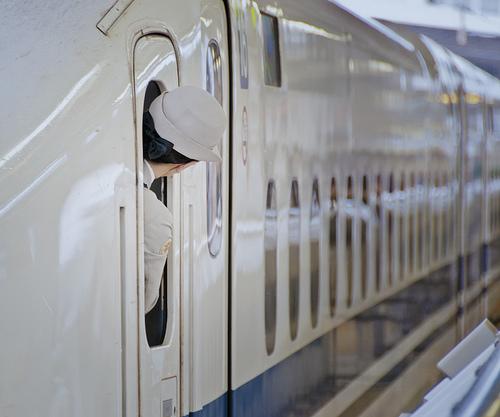 新幹線に乗って函館へ旅行するイメージ画像