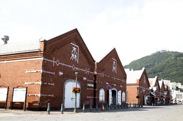 新幹線に乗って函館の金森赤レンガ倉庫の画像