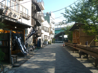 東京の桜の名所と月島もんじゃストリートの画像01