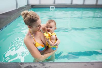 茨城県の室内プールに子連れでおでかけのイメージ画像
