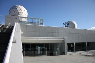 富士吉田市富士山レーダードーム館外観