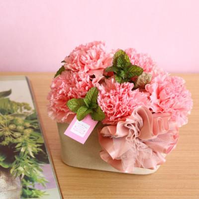 母の日の定番プレゼントを青山で買うイメージ画像