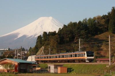 吉田うどんのおすすめ店富士山と富士急行の画像