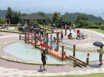 山梨県笛吹川フルーツ公園水遊びの画像