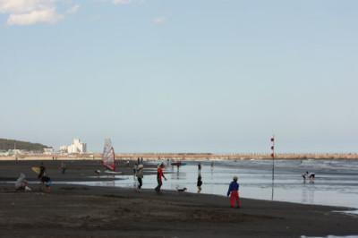 大洗サンビーチで潮干狩りの画像