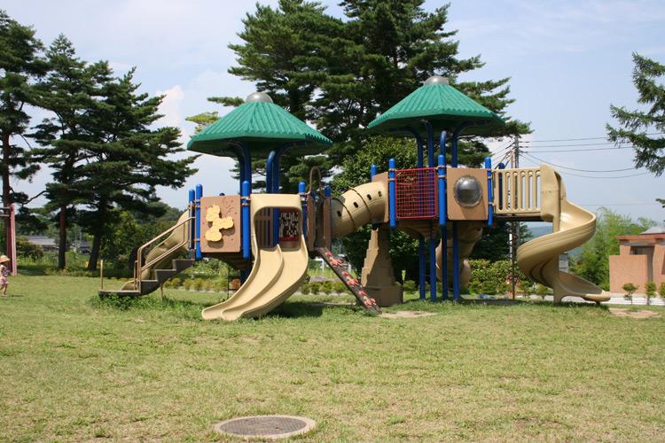 山梨白州公園べるが遊具の画像