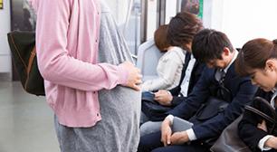 通勤電車に妊婦が乗って子連れでおでかけ