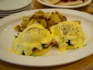 egg benedict in eggs 'n things