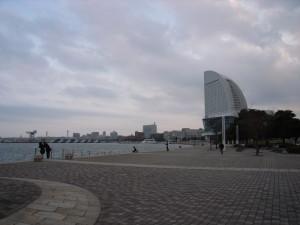 臨港パークからパシフィコ横浜を望む画像