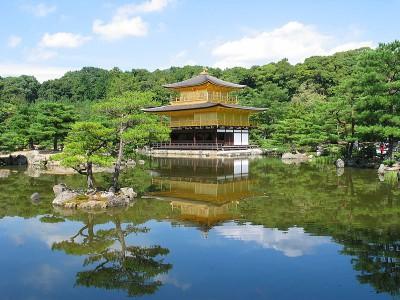 国内の世界遺産の代表、金閣寺の画像