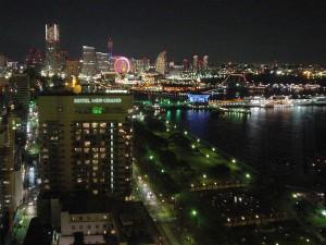 横浜マリンタワーから夜景を見る画像