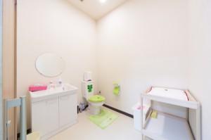 オンパミドルのトイレ、オムツ替え台