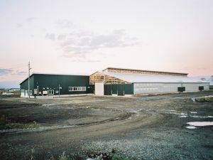 細川牧場新築 牛舎 外観  工事概要:北海道八雲町緑町 細川牧場 牛舎新築 鉄骨造2階建 2,022㎡
