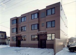 メゾン・ソレイル新築工事 外観  工事概要:北海道苫小牧市音羽町 鉄筋コンクリート造3階建 606.535㎡