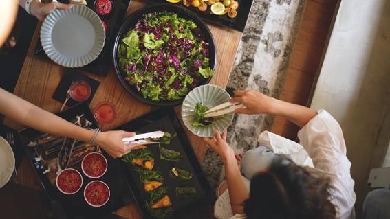 「食で地域を体験する」ケータリングサービスを開始しました。