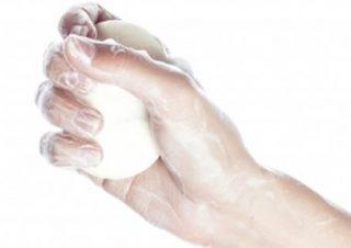脚のムダ毛を逆剃りせずに綺麗にする方法