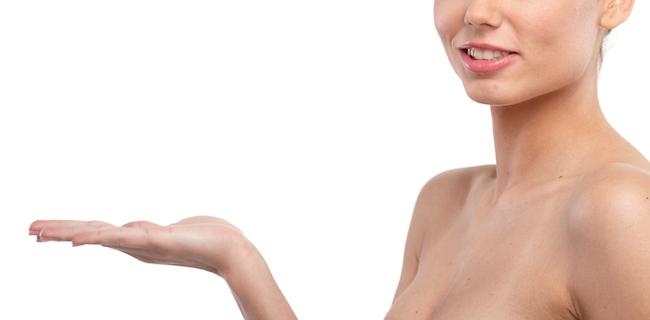 胸元にニキビができてしまう原因と対処法
