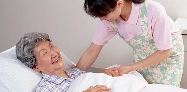 認知症患者への働きかけ【看護師としての接し方】