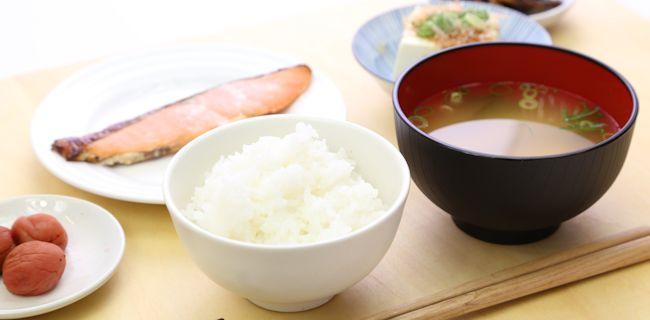 高齢者の食事支援【軽度な嚥下障害、高齢者向けの食事介助方法】