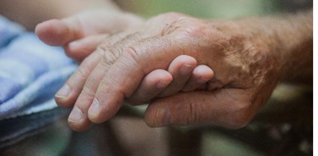 入院の緩和ケアで働く看護師の業務内容・体験談【患者さんの個性に合わせてサポート】