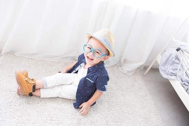 お子様の眼鏡選びで押さえておきたい4つのポイント