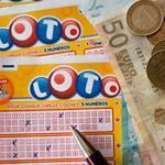 宝くじが当たる人の特徴や手相と共通点!当たりやすい買い方は?