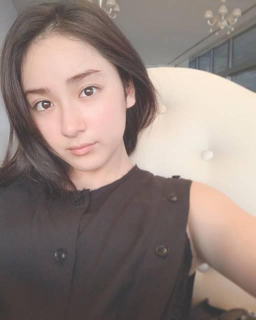 """平 祐奈 Yuna Taira on Instagram: """"こんにちは8月もあと少しで終わってしまう、、あっという間に秋になりますね今日も佳き1日をお過ごしください☘️Have a safe trip✈️"""" (662911)"""