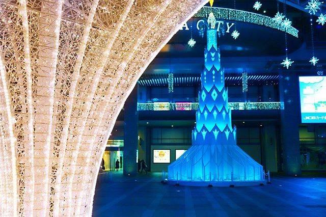 """カズヤ on Instagram: """"・ ・ ・ 福岡駅イルミネーション Fukuoka Station illuminations ・ ・ ・ #日本 #福岡 #福岡駅 #九州 #イルミネーション #コントラスト #青 #赤 #写真好きな人と繋がりたい #カメラ男子 #一眼レフ #canon #kissx9i…"""" (880987)"""