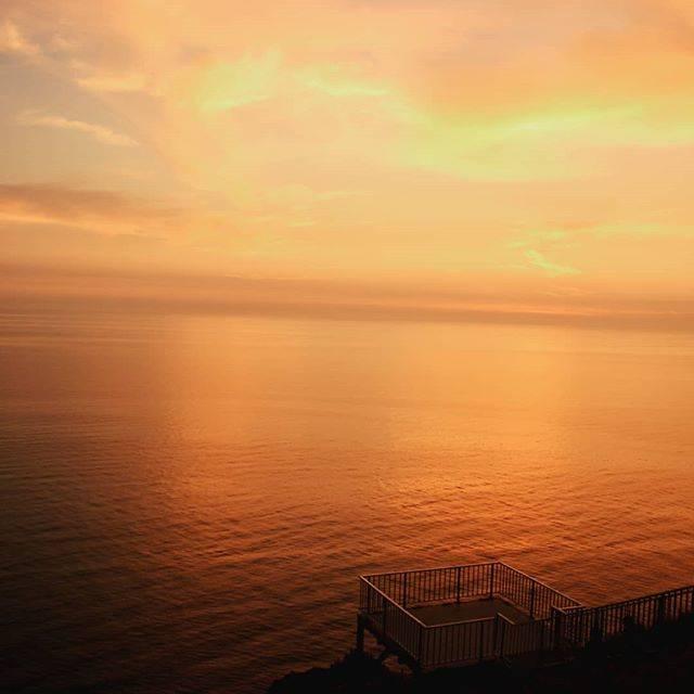 """旅人 on Instagram: """"北海道の離島、天売島。 赤岩展望台からの眺めです。 見渡す限り一面空と海。 夕焼けが素晴らしかったです。  2019年最後の投稿です。 見てくださった方、イイねしてくださった方、フォローして下さった方、ありがとうございました!  #天売島 #赤岩展望台 #北海道の離島…"""" (882051)"""