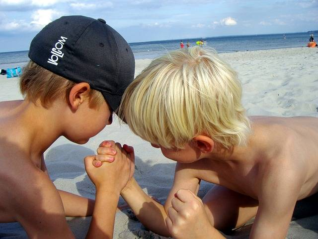 Arm Wrestling Beach Strong - Free photo on Pixabay (201349)