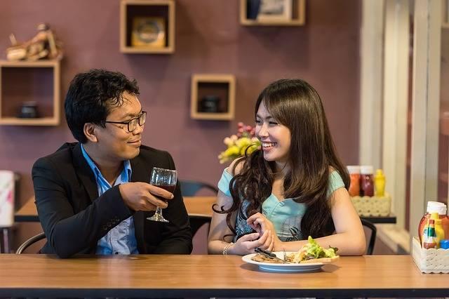 Restaurant Flirting Couple - Free photo on Pixabay (218107)