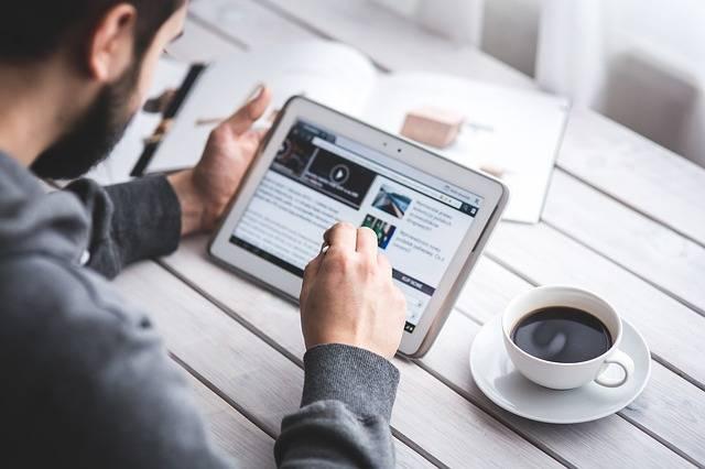 Man Reading Touchscreen - Free photo on Pixabay (221096)