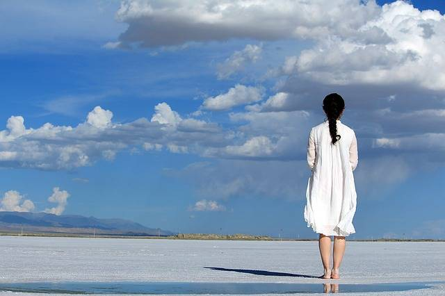 Girls Blue Sky White - Free photo on Pixabay (279131)