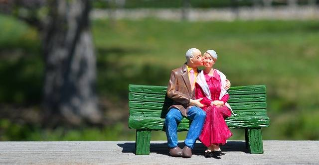 Old Couple Sitting Grandparents - Free photo on Pixabay (284770)