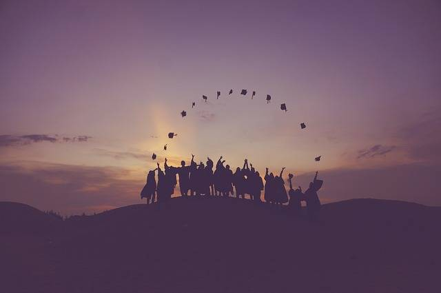 Dawn Graduates Throwing Hats - Free photo on Pixabay (371093)