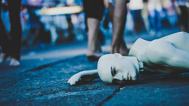 Mannequin Lying Down Street - Free photo on Pixabay (371094)