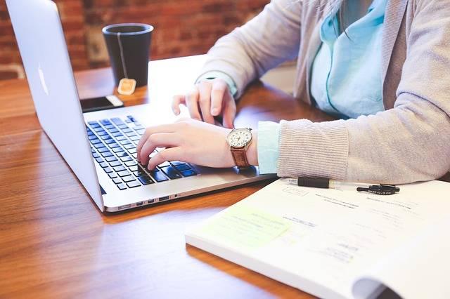 Student Typing Keyboard - Free photo on Pixabay (380059)