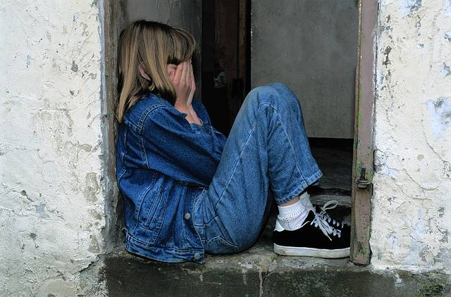 Child Sitting Jeans In The Door - Free photo on Pixabay (390714)