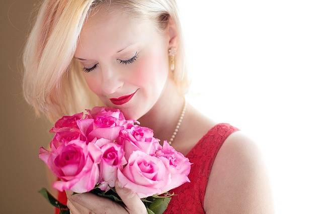 Beautiful Woman Blonde Roses - Free photo on Pixabay (394446)