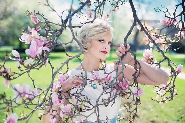 Beautiful Woman Magnolias Magnolia - Free photo on Pixabay (522406)