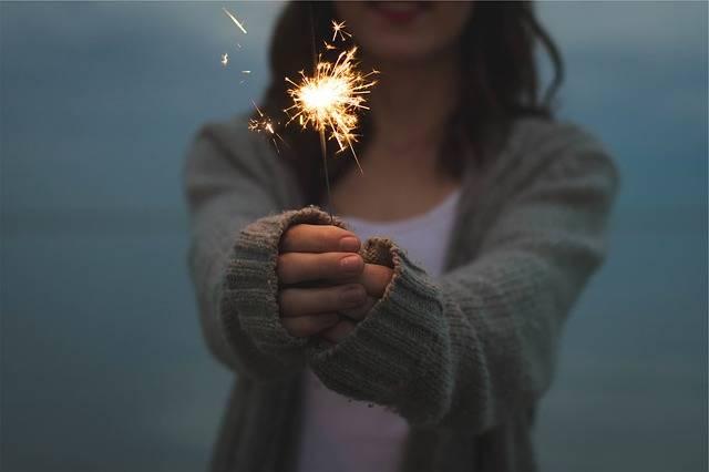 Sparkler Holding Hands - Free photo on Pixabay (536658)