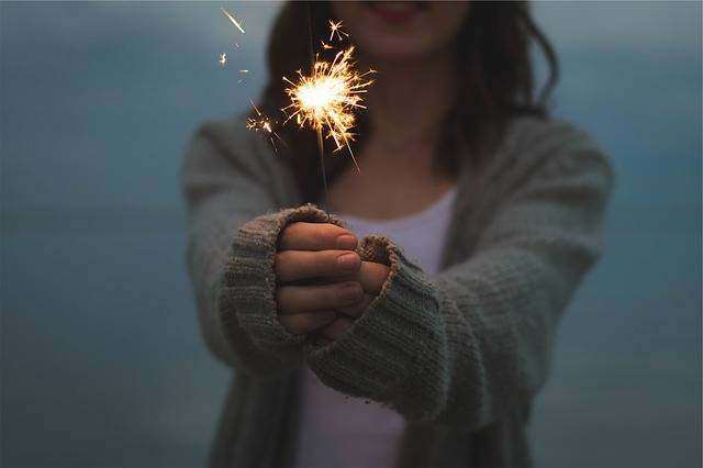 Sparkler Holding Hands - Free photo on Pixabay (608748)