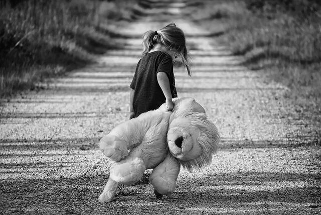 Girl Walking Teddy Bear - Free photo on Pixabay (608786)