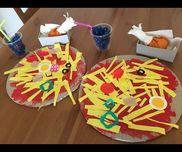 ピザ屋さんローストチキン、ソフトドリンクつきダンボール、絵の具、新聞紙、色紙