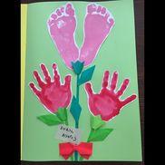 【手型・足型カーネーション】・色画用紙(台紙)・画用紙(型取り)・絵の具、インクなど・折り紙